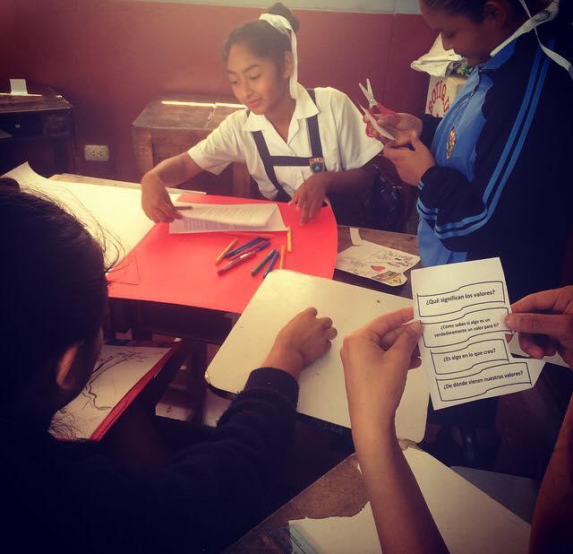 pasos_students_working